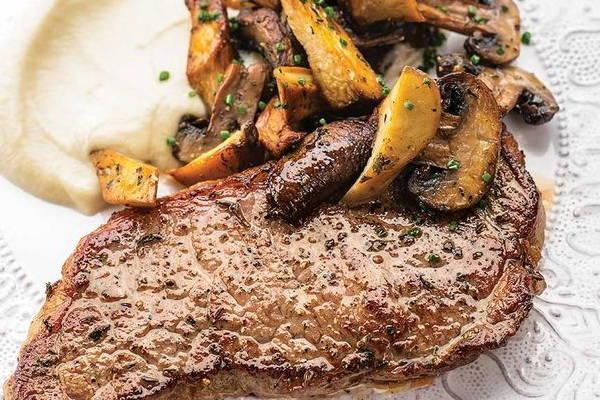 Filet of Meat with potatos